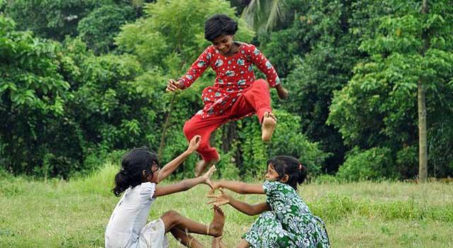 গ্রাম বাংলার ঐতিহ্যে খেলাধুলা : বাঁচানোর দায়িত্ব আমাদের কাঁধে