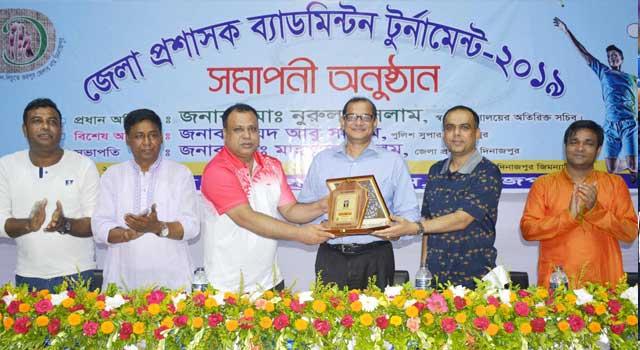 দিনাজপুর জেলা প্রশাসক ব্যাডমিন্টন টুর্নামেন্ট অনুষ্ঠিত
