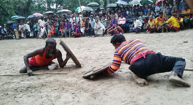 বালিয়াকান্দিতে গ্রাম বাংলার লাঠি খেলা অনুষ্ঠিত