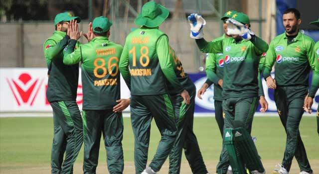 জিম্বাবুয়েকে ২৪৪ রানে হারালো পাকিস্তান