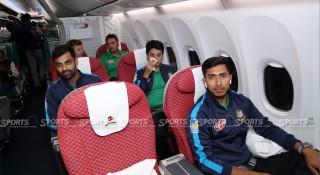 বিশেষ বিমানে পাকিস্তান গেল বাংলাদেশ ক্রিকেট দল