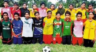 যশোর অনূর্ধ্ব-১৪ দলে খেলছেন ১৮ নারী ফুটবলার
