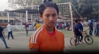 অনূর্ধ্ব-১৪ প্রমিলা ফুটবল দলে ডাক পেলেন সাতক্ষীরার চুমকি