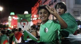 আলজেরিয়া ফুটবল দলের বীরোচিত সম্বর্ধনা