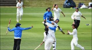 ইতিহাস গড়ছে ভারতীয় নারী ক্রিকেটাররা