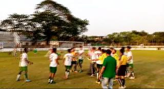 নড়াইলে জাতীয় ফুটবল টুর্নামেন্টে খেলোয়াড়-রেফারির হাতাহাতি