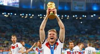 ২৯ বছর বয়সেই অবসরে বিশ্বকাপ জয়ী ফুটবল তারকা