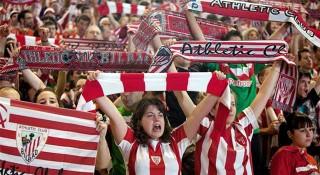 নারী ফুটবল ম্যাচে রেকর্ড সংখ্যক দর্শকের উপস্থিতি (ভিডিও)