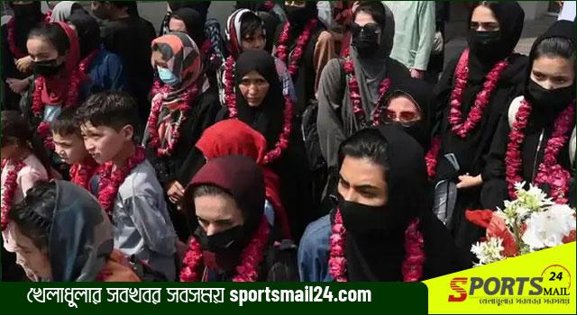 আফগান জুনিয়র নারী ফুটবল দলকে আশ্রয় দিচ্ছে যুক্তরাজ্য