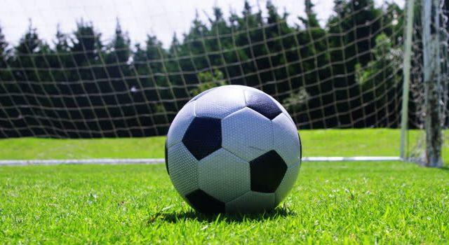 দুই বলে ফুটবল