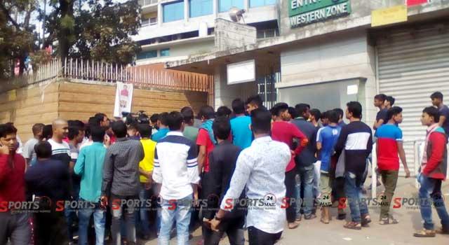 বিপিএল ফাইনালে মিরপুরে জনসমুদ্র