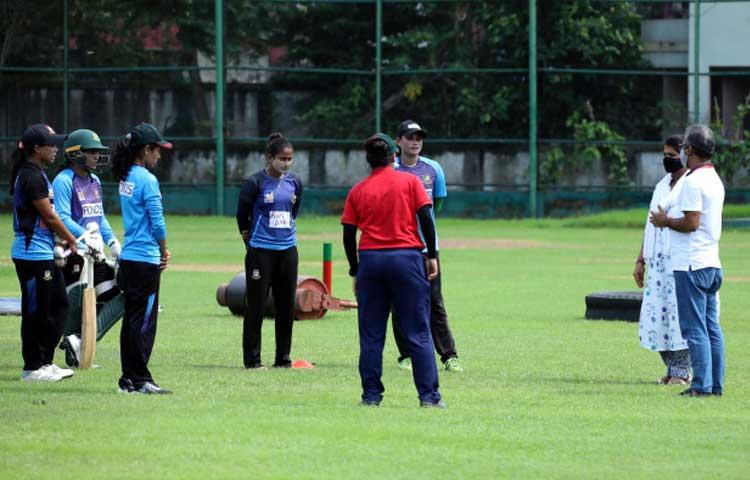 সালমা খাতুন এবং জাহানারা ইসলাম ছাড়া বায়ো-সুরক্ষা পরিবেশে নিজেদের অনুশীলন সেরেছেন বাংলাদেশ জাতীয় নারী ক্রিকেট দলের অন্যান্য ক্রিকেটাররাও, ছবি : বিসিবি